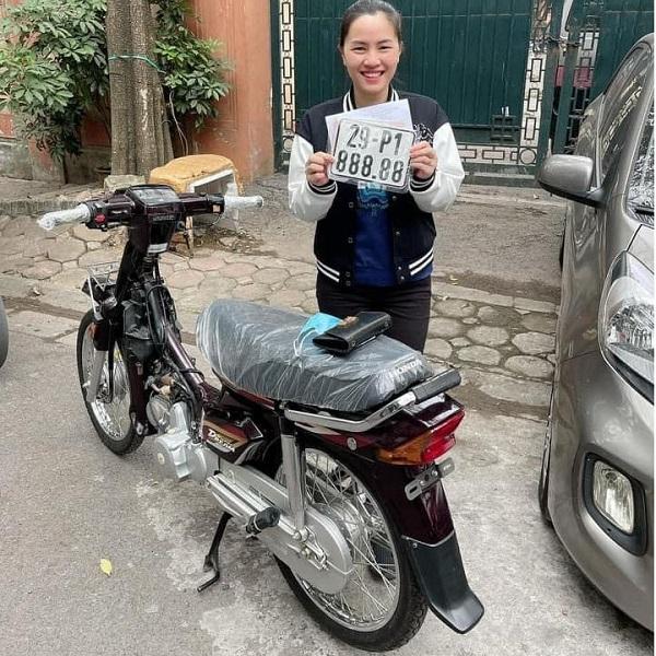 Cô gái Hà Nội bấm ra biển ngũ quý 88888 cho chiếc Dream mới mua
